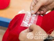 Красные бейсболки с логотипом «AMERICAN RETAIL»