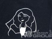 Черные футболки-поло с текстом «Отвечаю за происходящее»