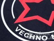 Черная футболка с картинкой «Вечно молодой»