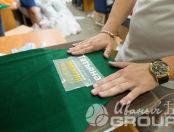 Зеленые фартуки с надписью «Татьяна энергия руководителей»