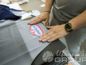 Серые фартуки с логотипом «Dr. Oetker»