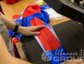 Красно-синий комбинезон с логотипом «ПариМатч»