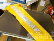 Желтая толстовка с надписью «СТРАХОВАЯ»
