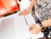 Белые женские футболки с надписью «а в чем вопрос?»