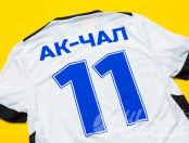 Двухцветные спортивные футболки с текстом «АК-ЧАЛ 11»