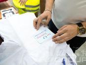 Белые халаты с логотипом в виде железного шара