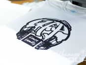 Белых футболки с логотипом «HAPPY MOM»