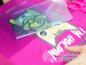 Футболки с изображением и надписью «Baby token, I'm holding»