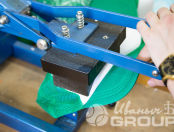 Печать надписей и логотипов УК ИЗУМРУДНЫЙ ГОРОД на зеленых сигнальных жилетах (для взрослых и детей)
