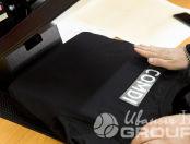 Черная футболка-поло с надписью COMDI