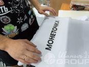 Белые свитшоты с надписью «Монеточка»