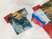 Белые ветровки с коллажем из тематических картинок и надписью «#ПомнимЭтотДень»