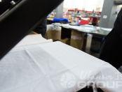 Белая футболка с авторской фотографией затемненного интерьера