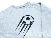 Серых свитшот с изображением летящего футбольного мяча