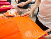 Оранжевые сигнальные жилеты с логотип с синими-полосками