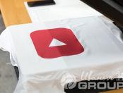 Нанесение надписи YouTube на футболку