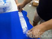Синие футболки с надписью «ООО ОМПБ»
