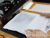 Белая футболка с авторским рисунком с надписью «Здесь *** андеграунд?»
