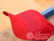 Красные бейсболки с логотипом «PSN»