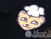 Черные футболки-поло с логотипом «Мангуст доставка»
