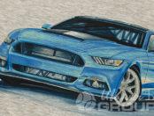 Белая толстовка с рисунком синей машины и логотипом «Мустанг»