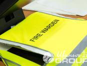 Желтые сигнальные жилеты с надписью «FIRE WARDEN»