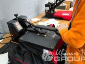 Печать надписи «РТК-инжиниринг» на черных куртках