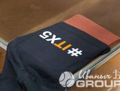 Черные футболки с надписью «GURU IT Academy»