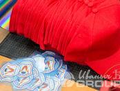 Красные бейсболки с логотипом «Марьино»