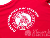 Красных футболки с логотипом «Зебра»