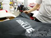 Черные парикмахерские воротники с надписью «DƎKLIE»