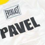 Нанесение надписи «PAVEL» на халат